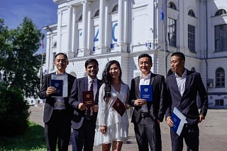 First students from India and Bulgaria received TSU diplomas